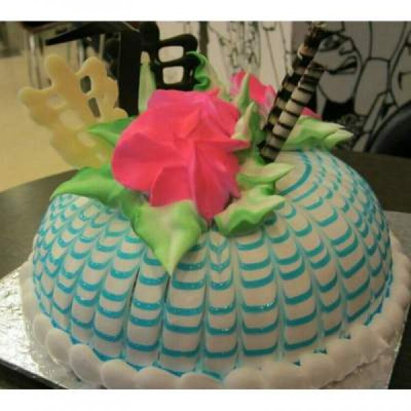 Dome 1Kg Cake With Blue Checks