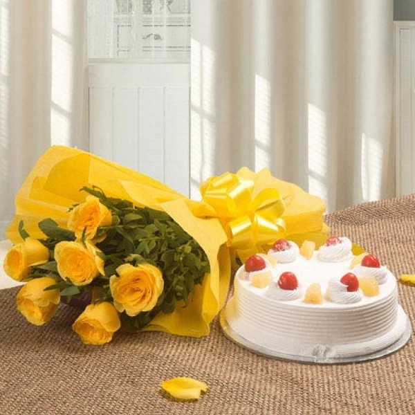 Pineapple Cake With 6 Yellow Roses Bunch